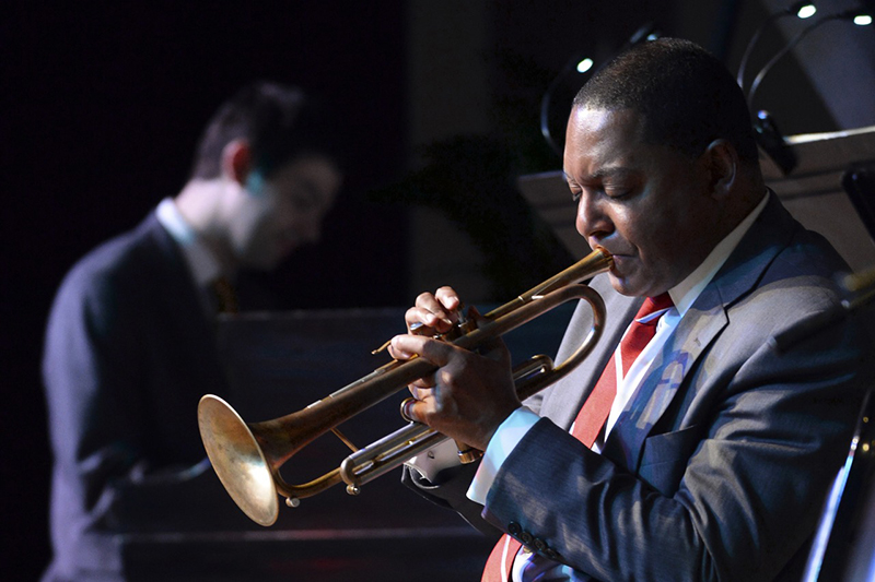 Wynton-Marsalis-playing-trumpet-800