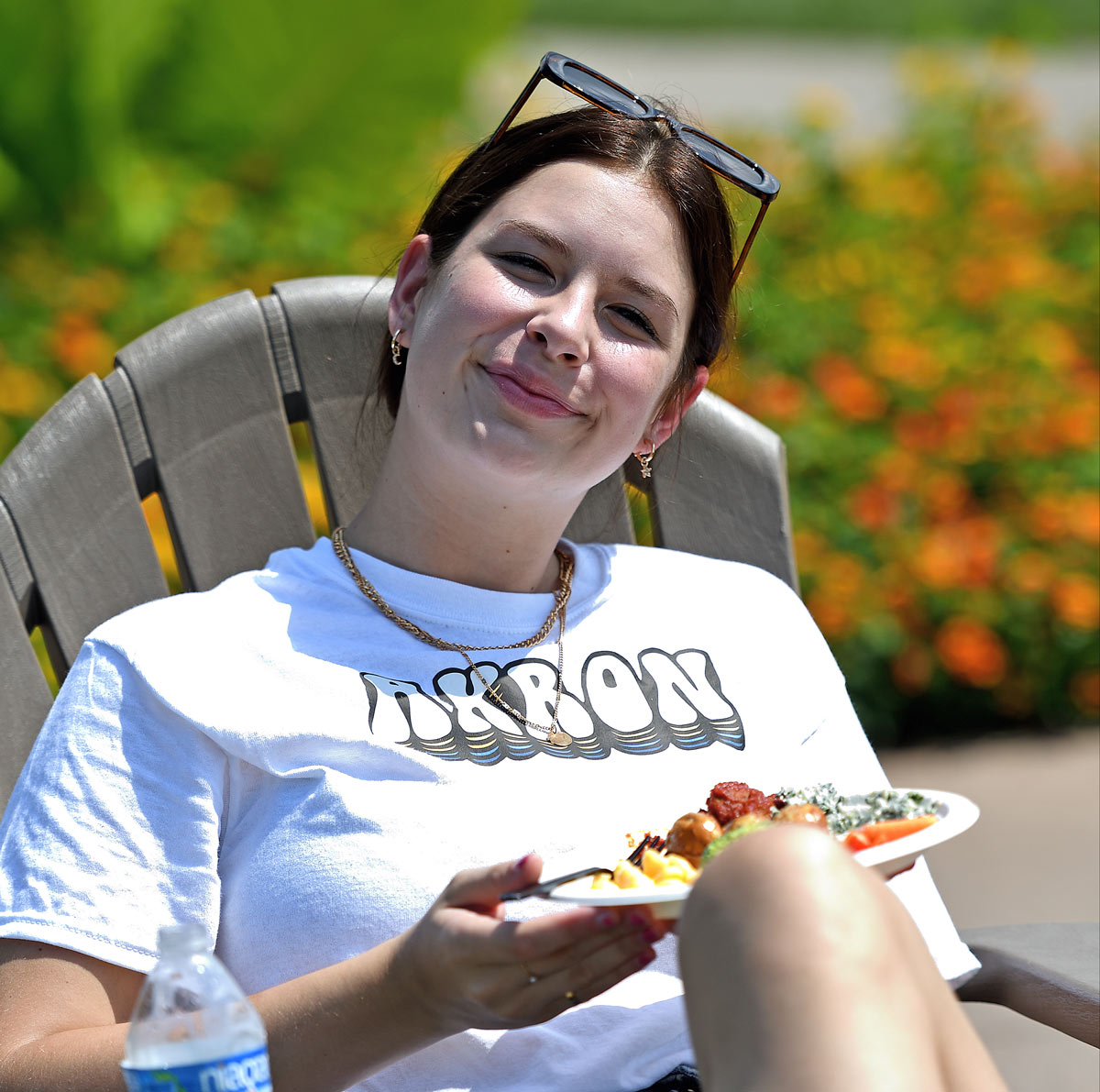A new student relaxes while enjoying lunch