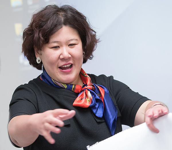 University of Akron Professor Tang teaching a strategic and organizational communication class.